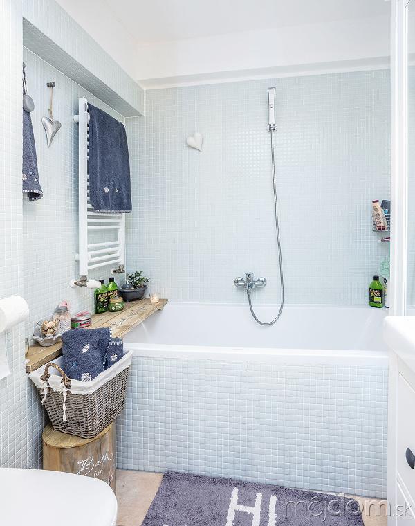 Kúpeľňa obložená nežnou bielou