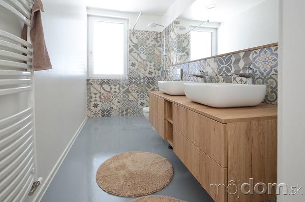 zaujímavé obkladačky v kúpeľni