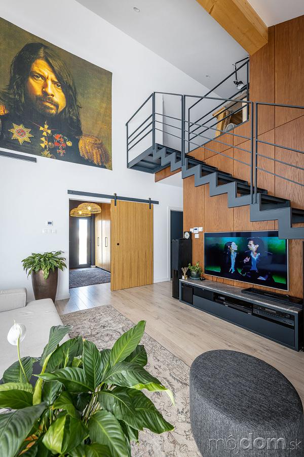 Obývačka vyzerá väčšia, než