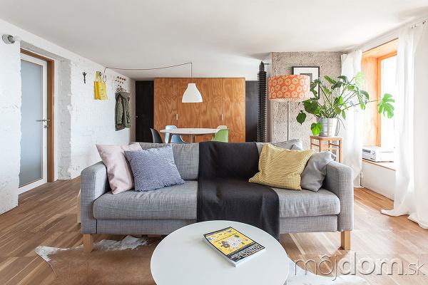 sedačka v obývačke
