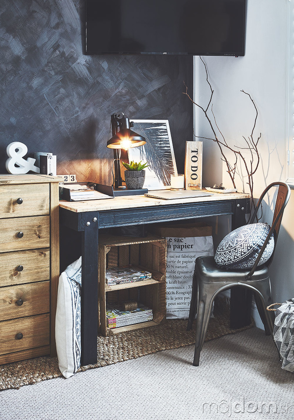 stolík v spáľni