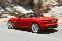Jaguar F -Type je pekným dizajnovým kúskom aj keď ho stretnete iba samotný.