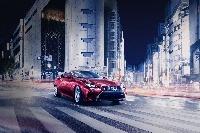 Lexus RC kupé je dvojdverový príbuzný modelu Lexus IS.