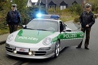 Neuveriteľné policajné autá sveta