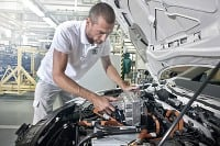 Škoda Auto predáva stále