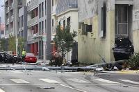 Na uliciach Los Angeles v západnom Hollywoode to vyzeralo ako na bojisku.