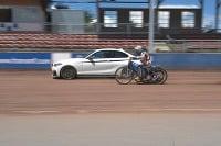 BMW M235i versus plochodrážny
