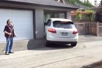 Porsche Cayenne a garáž