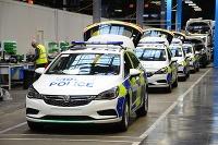 Opel/Vauxhall autá pre britskú políciu v novom závode v meste Luton