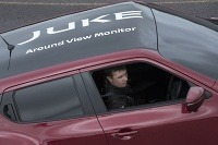 Nissan Juke zaparkoval do