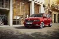 Upravený dizajn prednej časti vozidla Škoda Fabia zvýrazňuje novú masku chladiča a modifikovaný nárazník, na želanie sú dodávané LED-svetlomety