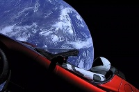 Tesla Roadster vo vesmíre