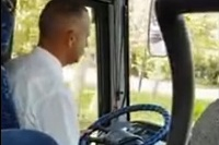 Vodič autobusu radí jemne
