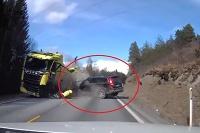 Volvo XC70 vs ťahač