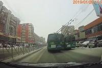 Trolejbus predbiehal druhý trolejbus