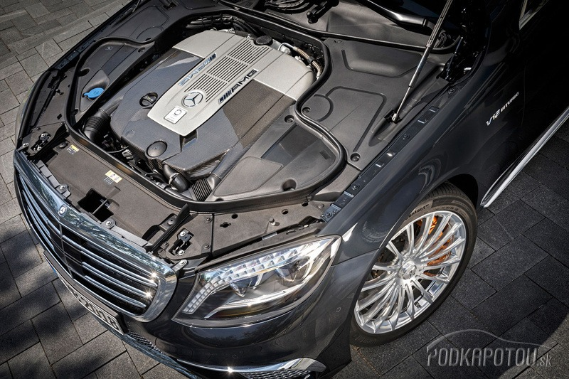 Motor má výkon 463