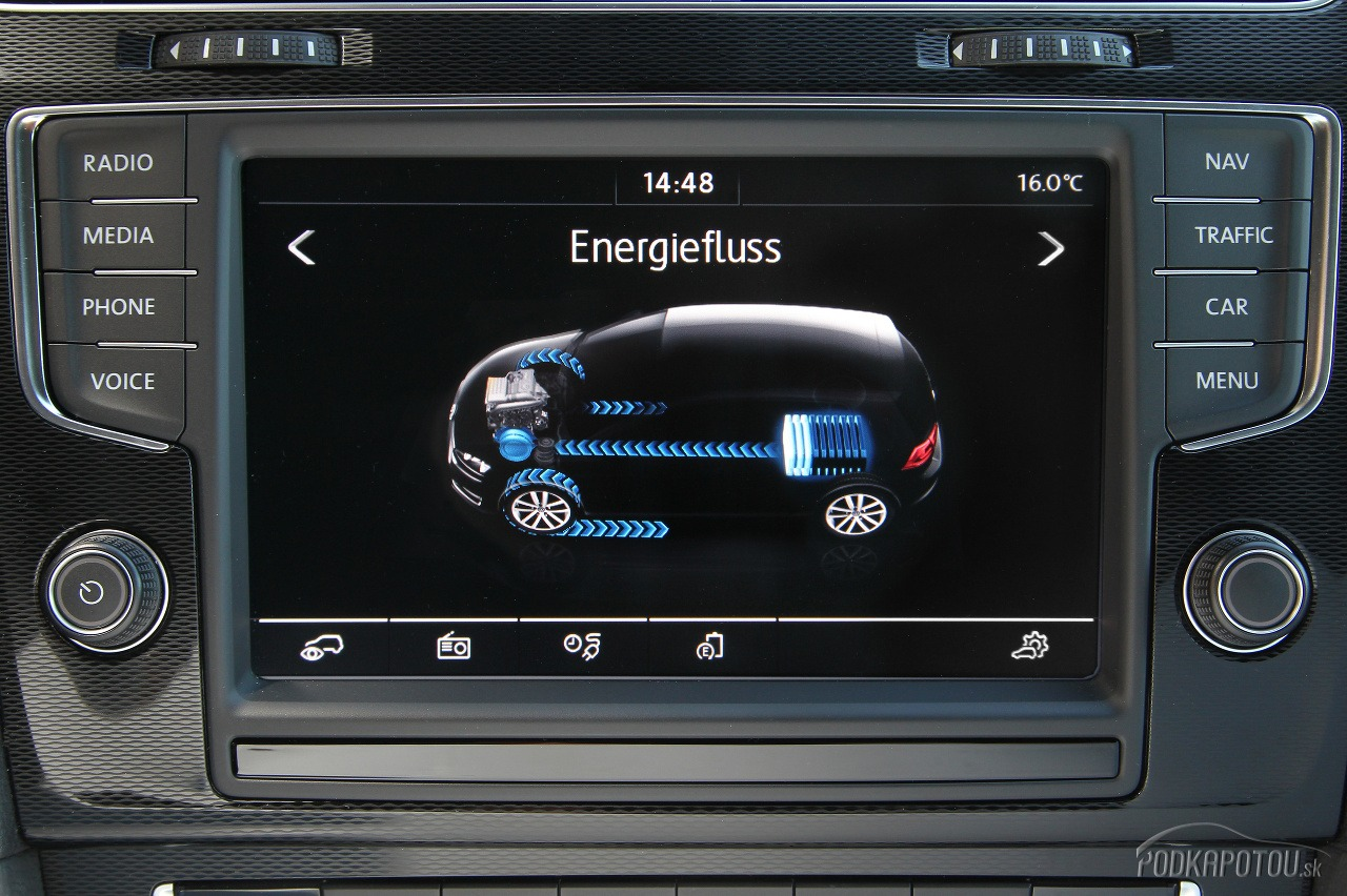 VW e-Golf a Golf