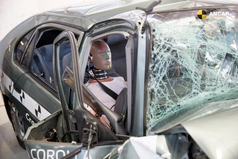 crash test Corolla 1998