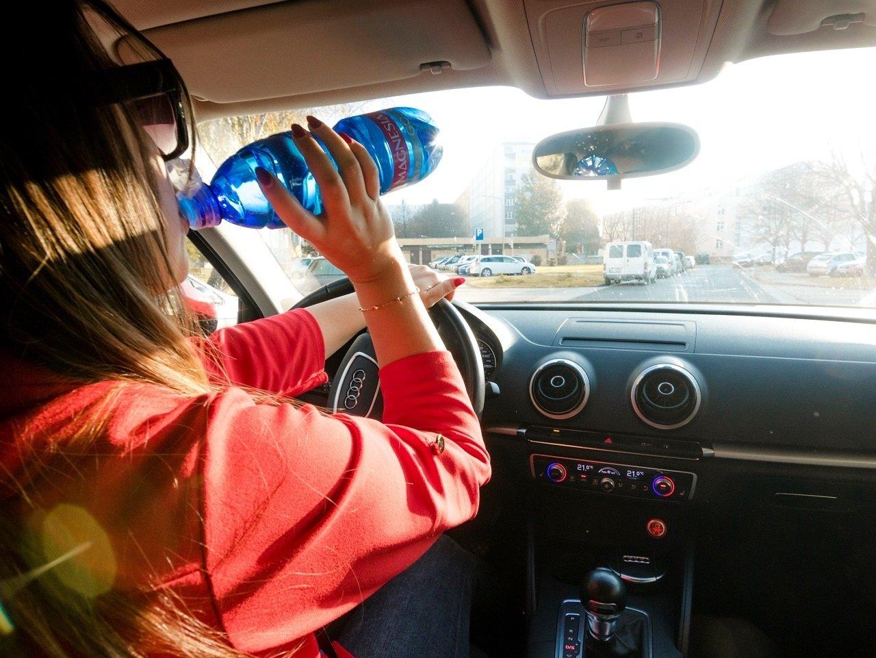 Pitný režim za volantom