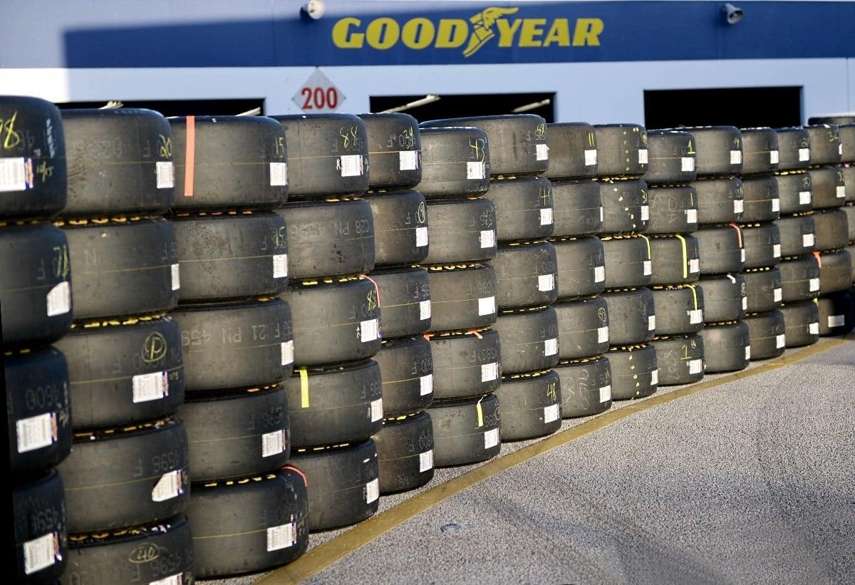 Goodyear pretekárske pneumatiky