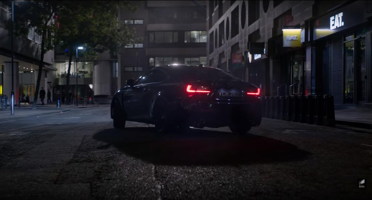 Lexus a Muži v