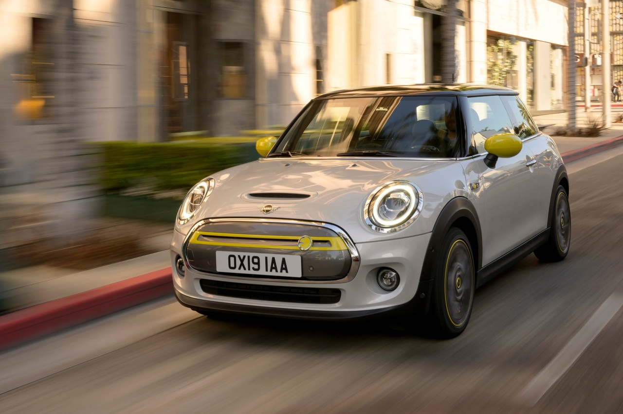 Mini Cooper Weight >> Mini Cooper Se Completely Electric City Car Low Weight