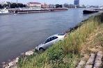 Zabrzdená vodička nezabrzdila auto