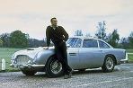 James Bond jazdil počas