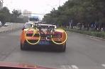 Lamborghini Gallardo s bicyklom