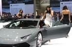 Kráska v Lamborghini