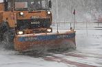 Snehový pluh čistí komunikáciu