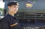 Ruské vojačky krotia techniku