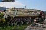 Kamión v priekope