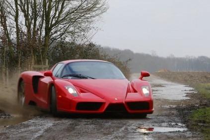Ferrari Enzo dokáže jazdiť