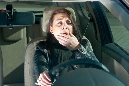 Sadla si za volant,