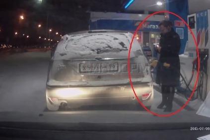 Zapaľovač a benzín, to