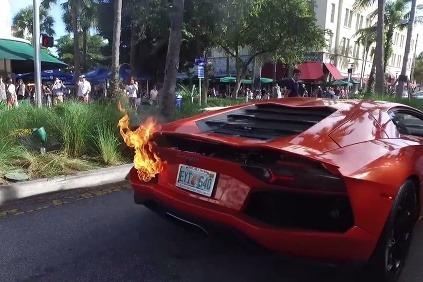 Lambo v plameňoch