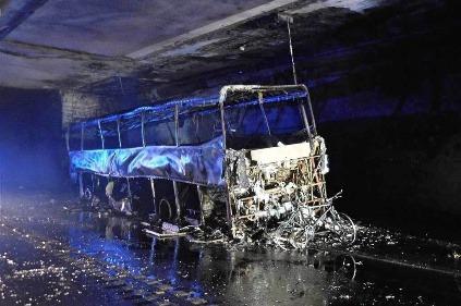 Zhorený kamión v tuneli