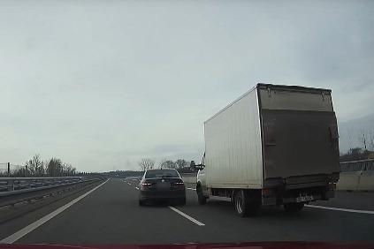 Vodič Superba chcel potrestať