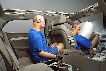 Pásy na zadných sedadlách