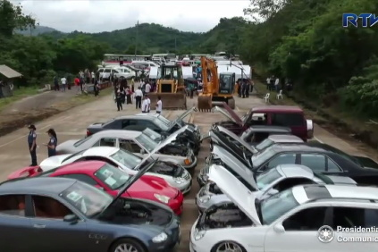 Šrotovanie áut na Filipínach