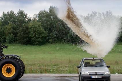 Voda kontra auto
