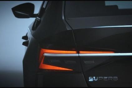 Škoda Superb teaser