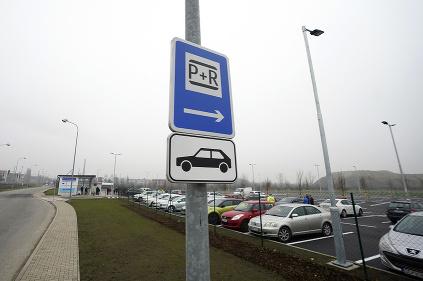 Parkovisko pri stanici v