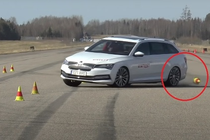 VIDEO: Škoda Superb iV