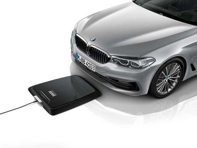 BMW bezdotykové nabíjanie