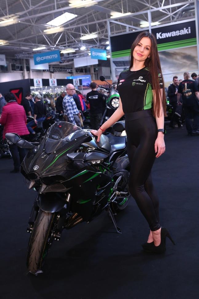 pripojiť motocykel pneumatík