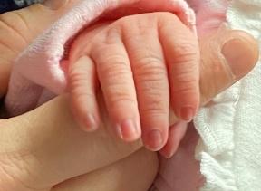 Štyridsaťpäťročná žena porodila svoje