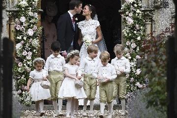 b811fad80c6d Takto to seklo Georgovi a Charlotte na svadbe tety Pippy