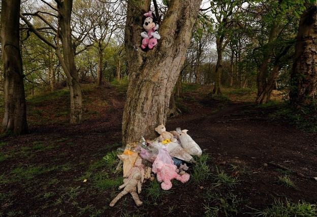Nahému novorodencovi v lese